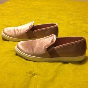 Steve Madden Shoes - Blush pink Steve Madden slip on shoe